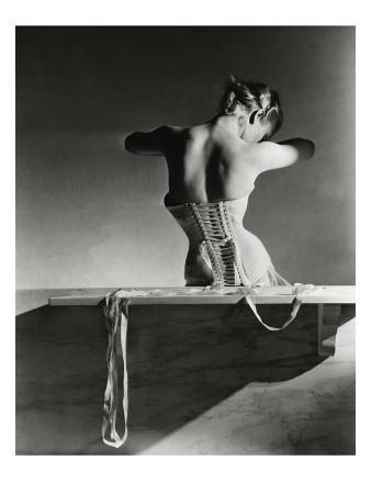 horst-p-horst-vogue-september-1939-mainbocher-corset