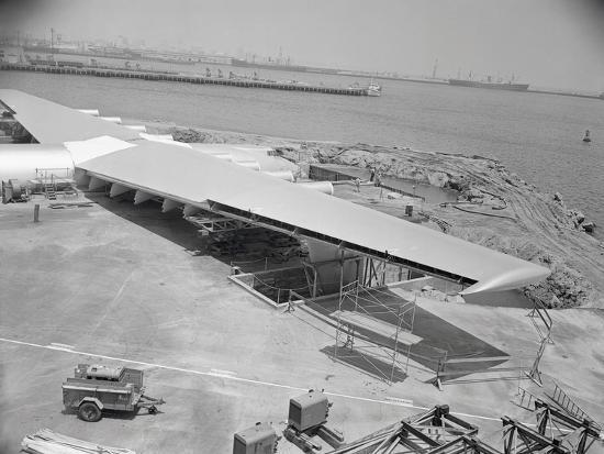 howard-hughes-spruce-goose-nearing-completion