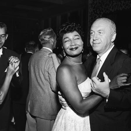 howard-morehead-pearl-bailey-and-otto-preminger-1954