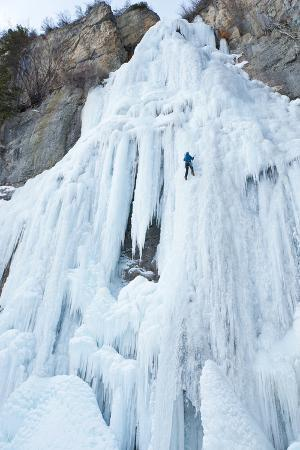 howie-garber-ice-climber-ascending-stewart-falls-utah-sundance-resort