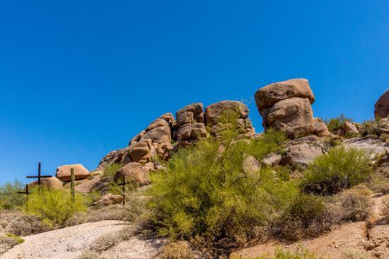 hpbfotos-three-crosses-on-a-hillside-in-the-arizona-desert
