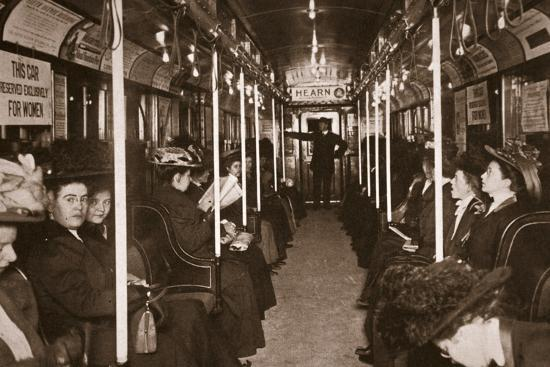 hudson-river-subway-train-photographed-by-edwin-levick-c-1901