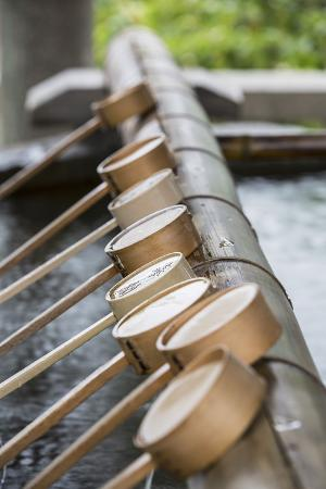 ian-trower-water-ladles-at-shinto-shrine-of-sumiyoshi-taisha-osaka-kansai-japan