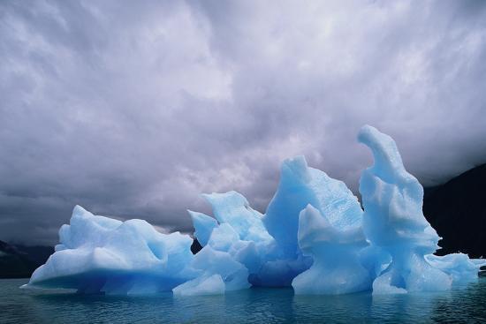 iceberg-along-alaskan-wilderness