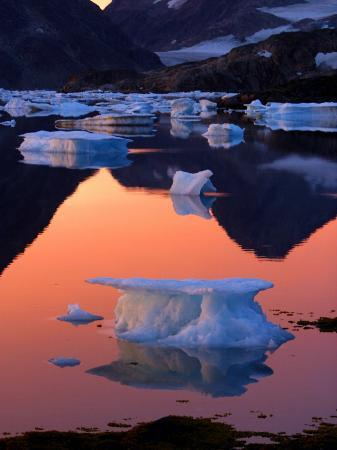 iceberg-floats-in-the-bay-in-kulusuk-greenland-near-the-arctic-circle
