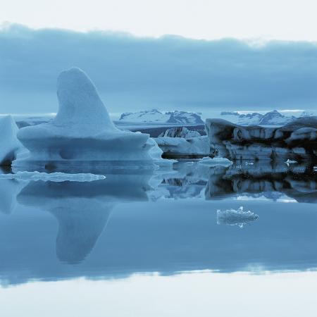 iceberg-shaped-like-a-whale-fin