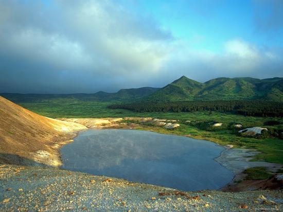 igor-shpilenok-a-large-thermal-lake-in-the-collapsed-golovnino-volcano-kurilsky-zapovednik-russia