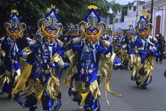 independence-day-mardi-gras-carnival-parade-la-vega-dominican-republic