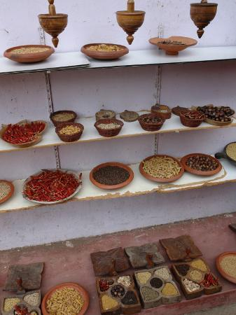 indian-spices-on-display-in-mattancherry-cochin-kerala-state-india