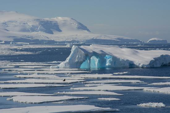 inger-hogstrom-antarctica-antarctic-circle-the-gullet-iceberg-and-ice-floes