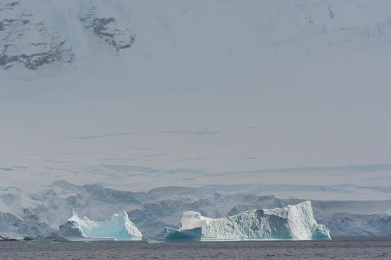 inger-hogstrom-antarctica-gerlache-strait-iceberg-with-glacier-in-the-background