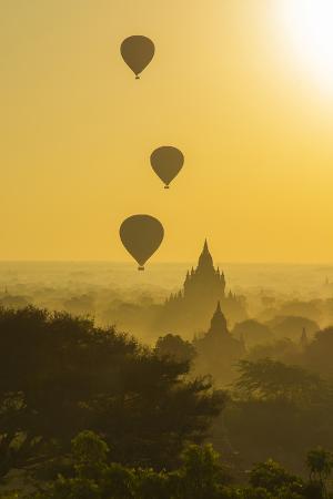 inger-hogstrom-myanmar-bagan-hot-air-balloons-rising-over-the-temples-of-bagan