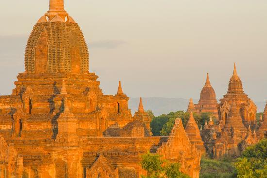 inger-hogstrom-myanmar-bagan-sunrise-over-the-temples-of-bagan