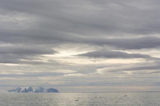 inger-hogstrom-norway-svalbard-krossfjord-cloudy-skies
