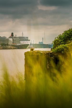 ingo-boelter-germany-hamburg-hafencity-harbour-cruise-liner-queen-elizabeth