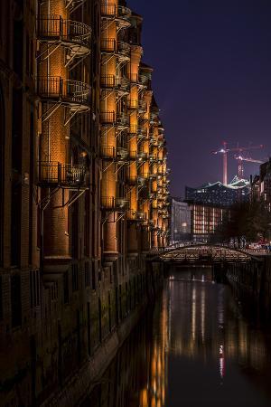 ingo-boelter-germany-hamburg-speicherstadt-warehouse-district-elbphilharmonie-night-night-shot