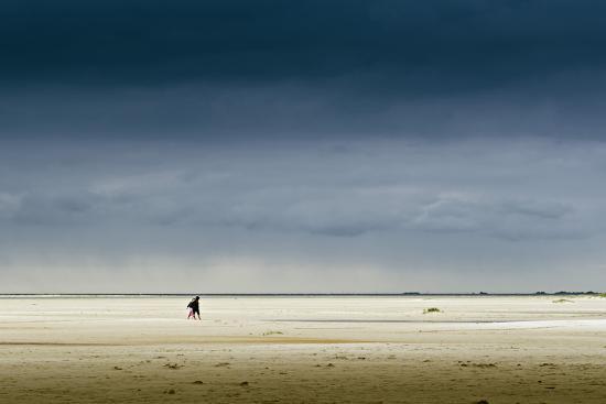 ingo-boelter-germany-schleswig-holstein-amrum-sandy-beach-sandbank-kniepsand-stroller