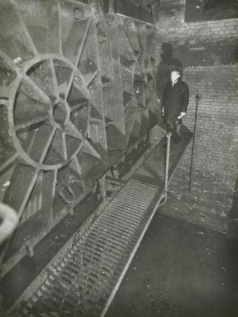 inside-of-a-sewer-london-1939