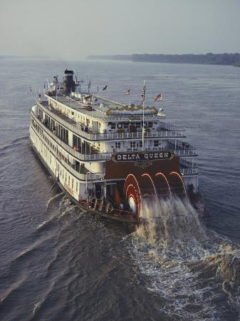 ira-block-the-delta-queen-a-steamboat-makes-its-way-up-the-mississippi-river