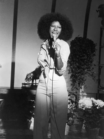 isaac-sutton-acclaimed-vocalist-natalie-cole-performing-1976