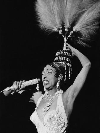 isaac-sutton-josephine-baker-chicago-s-regal-theater-february-1960