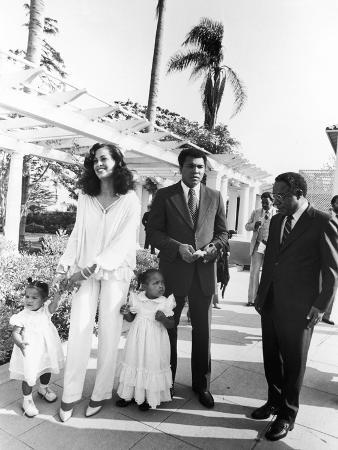 isaac-sutton-muhammad-ali-and-family-at-ali-s-semi-open-house-june-of-1979