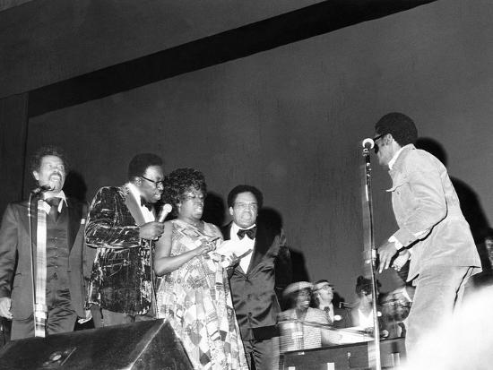 isaac-sutton-sarah-vaughan-and-others-performing-at-quincy-jones-tribute-1975
