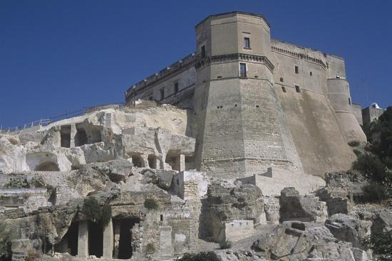 italy-puglia-region-castle-of-massafra-octagonal-tower