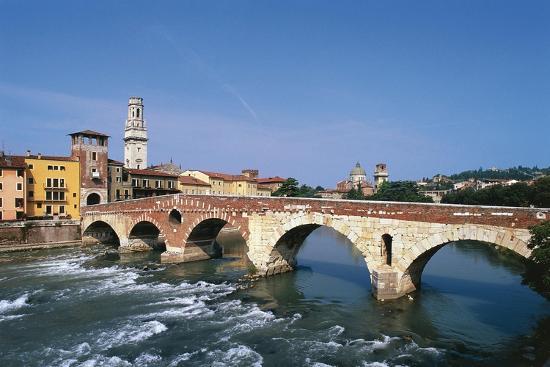 italy-veneto-verona-ponte-di-pietra-on-river-adige