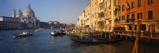 italy-venice-santa-maria-della-salute-grand-canal