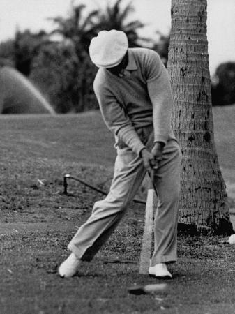 j-r-eyerman-golfer-ben-hogan-demonstrating-his-golf-drive