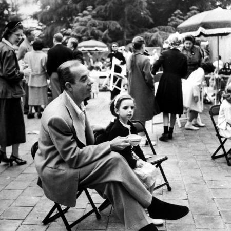 j-r-eyerman-vincente-minnelli-with-coffee-sitting-in-chair-with-daughter-liza-at-outdoor-children-s-party-being
