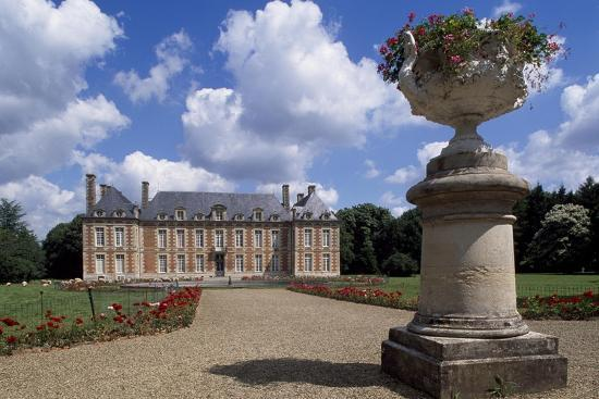 jacques-bruant-chateau-de-fayel-facade-and-french-garden-1650-1655