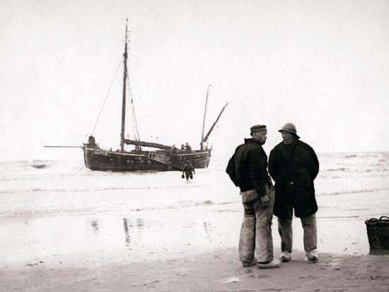 james-batkin-men-on-the-shore-scheveningen-netherlands-1898