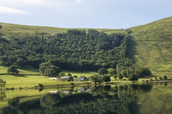 james-emmerson-lakeland-farm-by-wastwater-early-morning-wasdale-lake-district-national-park-cumbria