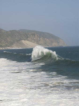 james-forte-dancing-wave-formation-in-malibu-california