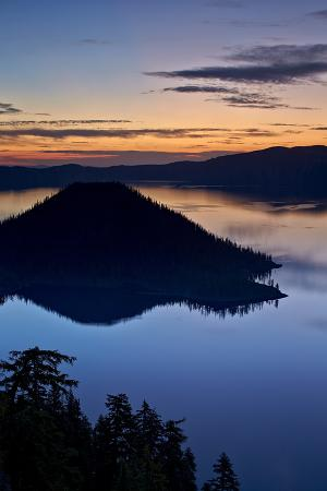 james-hager-crater-lake-and-wizard-island-at-dawn-crater-lake-national-park-oregon-usa