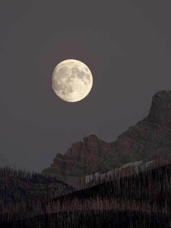 james-hager-the-moon-rising-glacier-national-park-montana-usa