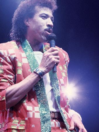 james-mitchell-lionel-richie-performing-1987