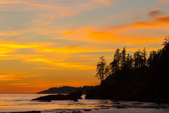 jamie-and-judy-wild-canada-pacific-rim-national-park-reserve-sunset-from-tsusiat-falls-beach-camp