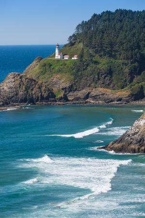 jamie-hooper-heceta-lighthouse-with-sea