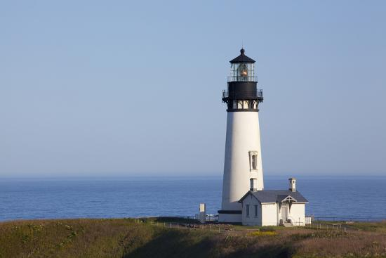jamie-judy-wild-yaquina-head-lighthouse-1873-newport-oregon-usa