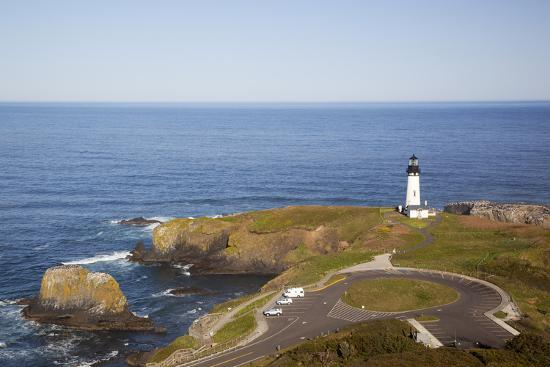 jamie-judy-wild-yaquina-head-lighthouse-1873-newport-oregon-usa
