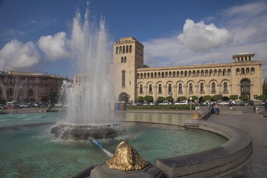 jane-sweeney-republic-square-yerevan-armenia-central-asia-asia