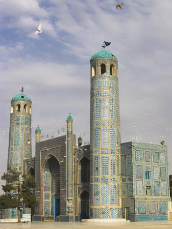 jane-sweeney-white-pigeons-fly-around-the-shrine-of-hazrat-ali-mazar-i-sharif-afghanistan