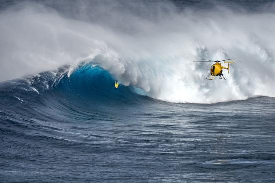 janis-miglavs-hawaii-maui-helicopter-crew-filming-kyle-lenny-surfing-monster-waves-at-pe-ahi-jaws