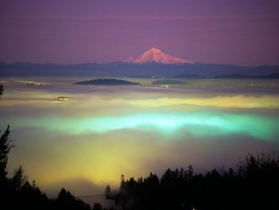 janis-miglavs-willamette-river-valley-in-a-fog-cover-portland-oregon-usa