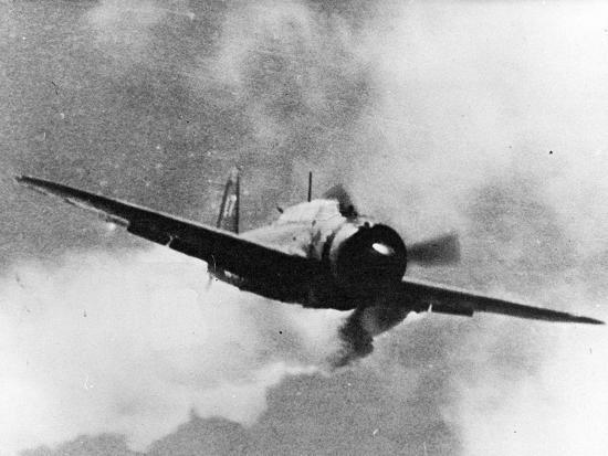 japanese-kamikaze-plane-damaged-by-gunfire-attempts-to-crash-on-uss-wasp-1940s