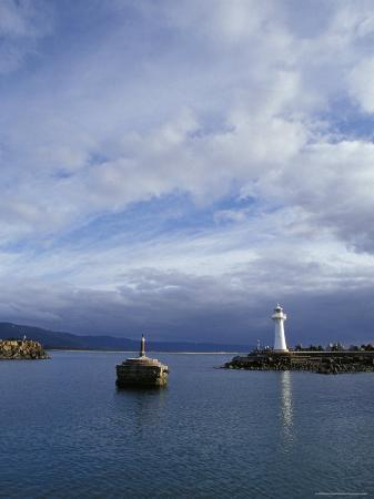 jason-edwards-lighthouse-and-beacon-at-the-mariner-entrance-to-a-safe-port-australia