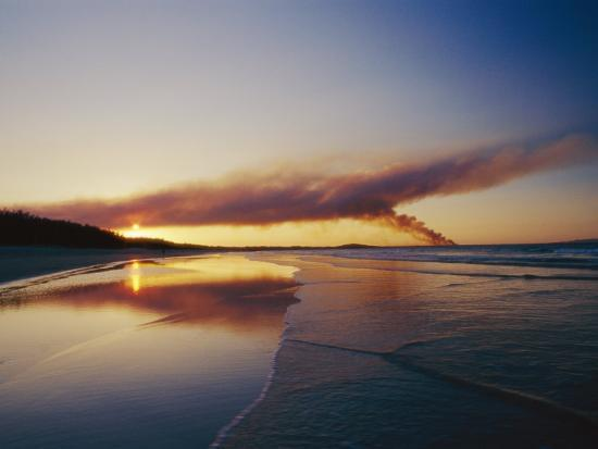 jason-edwards-smoke-from-a-brushfire-forms-a-large-cloud-over-a-shoreline-bathed-in-low-sunlight